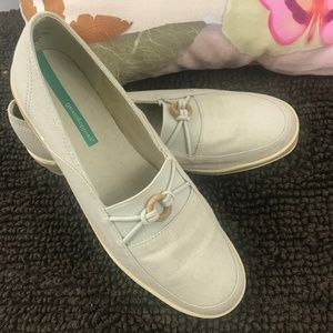 NWOT Grasshoppers Cream Loafers